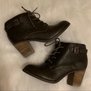 Crown Vintage ankle bootie heeled boot size 8.5